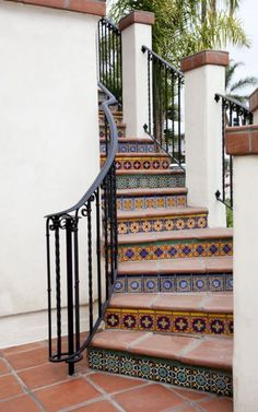 The Best Mexican Tile Stairs For Your Spanish Style Décor Tiled Staircase, Tile Stairs, Staircase Design, Spanish Style Decor, Spanish Style Homes, Spanish House, Spanish Revival, Spanish Colonial, Decoration Facade