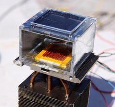 Un dispositivo que extrae agua del aire, incluso en climas desérticos, solo con ayuda del sol.  Capaz de extraer hasta 3 litros de agua en 12 horas con energía solar.