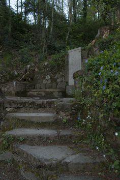 La Font de l'Oreneta es va construir l'any 1939 dedicada a un diputat republicà, Guerau de Liost, pseudònim de Jaume Bofill i Mates. Va ser malvista i vigilada durant l'època Franquista i actualment és un dels racons més tranquils i més propers del poble per anar a gaudir de l'aigua de Viladrau.