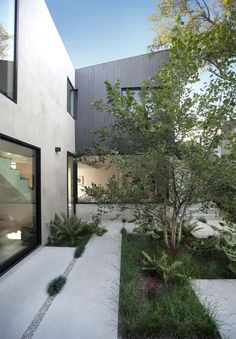 The Shou Sugi Ban clad Garden House in LA has multiple gardens, lush greenery, and picturesque views of the surrounding landscape. Small Modern Home, Modern Style Homes, Landscape Elements, Landscape Design, Open Entryway, Concrete Stairs, Concrete Pavers, Light Wood Cabinets, Modern Courtyard