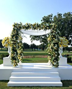 An arch of bountiful blooms brightened the @Mandy Bryant Dewey Seasons Resort and Club Dallas at Las Colinas garden.