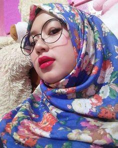 Ootd Hijab, Hijab Chic, Girl Hijab, Dogy Style, Beautiful Hijab Girl, Beautiful Ladies, Girls Phone Numbers, Muslim Girls, Hijab Fashion