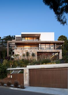Flipped House / MCK Architects