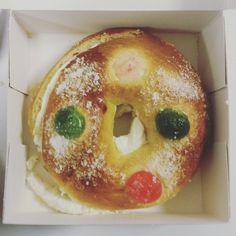 Roscón de Reyes Doughnut, Desserts, Food, King Cakes, Wizards, Tailgate Desserts, Deserts, Essen, Postres