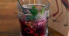 Uudenvuoden drinkit voi tehdä helposti myös itse. Kokosimme parhaat ja näyttävimmät cocktailit ja mocktailit, joilla juhlistaa vuoden vaihtumista! Shot Glass, Tableware, Dinnerware, Tablewares, Dishes, Place Settings, Shot Glasses