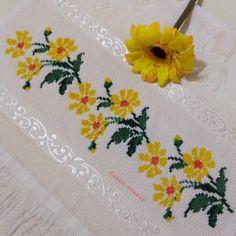Cross Stitch Borders, Cross Stitch Rose, Cross Stitch Animals, Cross Stitch Flowers, Cross Stitch Designs, Cross Stitch Patterns, Hand Embroidery Design Patterns, Crochet Patterns, Embroidered Bag