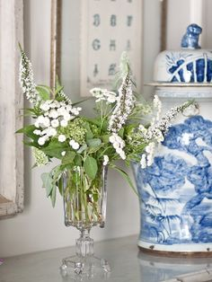 blue and white vignette Blue And White China, Blue China, Ginger Jars, White Decor, White Porcelain, Shades Of Blue, Bunt, Floral Arrangements, Summer Flowers