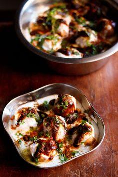 Dahi Vada dahi vada recipe - popular north indian street food snack made of lentil dumplings in yogurt , spiced with chutneys and spice powders. Thai Street Food, Japanese Street Food, Indian Street Food, Veg Recipes Of India, North Indian Recipes, Indian Food Recipes, Indian Snacks, Onion Recipes, Dahi Vada Recipe