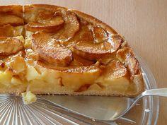 La torta di ricotta e mele morbida e gustosa unisce la bontà della ricotta di pecora con il sapore unico delle mele.