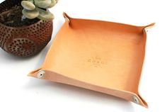 This is a travel style Valet Tray that unsnaps at the corners for flat storing and is perfect for travel. The Herman Oak Natural Untreated leather