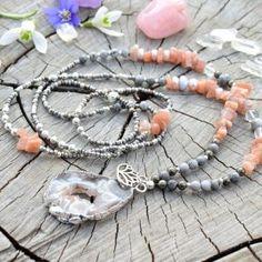 ~SNĚNÍ~ Dlouhý minerální náhrdelník s drúzou achátu a slunečním kamenem, lotosový květ Beaded Bracelets, Jewelry, Jewlery, Jewerly, Pearl Bracelets, Schmuck, Jewels, Jewelery, Fine Jewelry