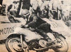Fergus Anderson Moto -Guzzi Champion du Monde 350 cc en 1953 et 1954 ici au TT Junior de 1953 .