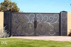 Driveway Gate this site has lots of unique iron gate options. luv, luv, luv this gate! could we accommodate to hinge up? House Main Gates Design, Front Gate Design, Door Gate Design, Fence Design, Grill Design, House Design, Simple Gate Designs, Latest Main Gate Designs, Gate Designs Modern