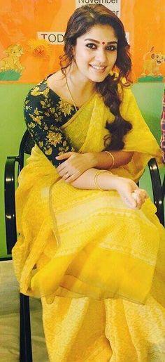 Printed blouse with plain saree Yellow Saree, Plain Saree, Simple Sarees, Saree Trends, Blouse Models, Saree Look, Beautiful Saree, Beautiful Roses, Saree Styles