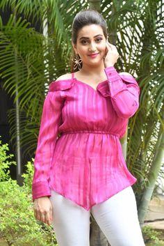 Anchor Manjusha Stills at First Rank Raju Movie Press Meet Indian Actress Hot Pics, South Indian Actress, Indian Actresses, Beautiful Girl Indian, Beautiful Girl Image, Vogue India, Indian Designer Outfits, Indian Beauty Saree, Indian Girls