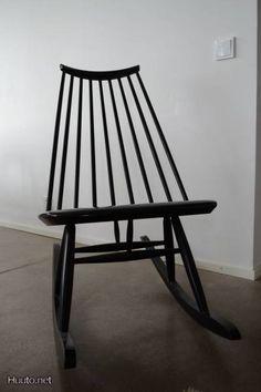 Musta Ilmari Tapiovaaran suunnittelema Mademoiselle -keinutuoli / Black rocking chair designed by Ilmari Tapiovaara Prep Life, Old Furniture, Rocking Chair, Furnitures, Chair Design, My Dream Home, Finland, Maya, Mid-century Modern