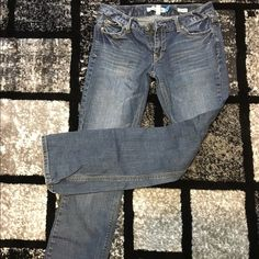Aeropostale Hailey Skinny Flare Curvy Jeans These dark wash jeans are like new! They are dark wash and bootcut with sequins on the back pockets. Aeropostale Jeans Skinny