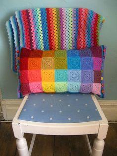 Colourblock Cushion :: Ta-dah!  tutorial plus the button edging..
