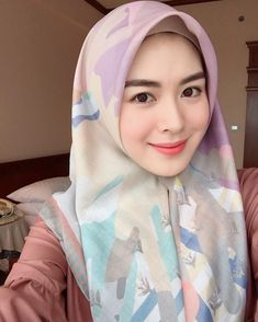 I'm spending quality time with my friends. I think I love Jogja very much. And it's sunny day😍. My pastel pastel hijab from ! Thank you , this hijab is my good partner for jogja trip ❤️❤️❤️ Hijab Wedding Dresses, Hijab Bride, Girl Hijab, Beautiful Muslim Women, Beautiful Hijab, Beautiful Asian Girls, Muslim Brides, Muslim Girls, Muslim Fashion