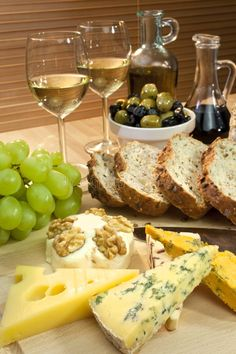 Cheese, White Wine, Grapes, Olives & Bread by tanya Wine And Cheese Party, Wine Tasting Party, Wine Parties, Wine Cheese, Antipasto, White Wine Grapes, Olive Bread, In Vino Veritas, Cheese Platters