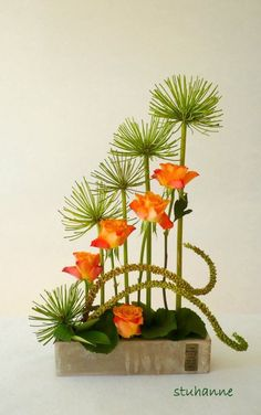 design structure I find fantastic on this Ikebana Contemporary Flower Arrangements, Tropical Flower Arrangements, Creative Flower Arrangements, Flower Arrangement Designs, Ikebana Flower Arrangement, Church Flower Arrangements, Ikebana Arrangements, Beautiful Flower Arrangements, Beautiful Flowers
