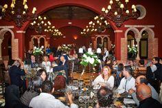El banquete Dolores Park, Table Decorations, Home Decor, Banquet, Palaces, Interior Design, Home Interiors, Decoration Home, Dinner Table Decorations