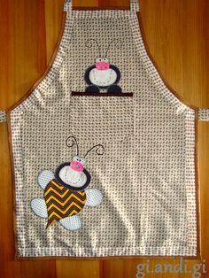 O post de hoje traz presentes.   O primeiro é um avental de abelhinha que fiz para presentear minha mami's.         O segundo é um cestinho...