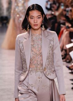The World's Fashion Business News Fashion Week, Look Fashion, 90s Fashion, Runway Fashion, High Fashion, Fashion Show, Fashion Outfits, Fashion Design, Haute Couture Style