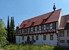 Der Prälatenbau aus dem 16. Jahrhundert.
