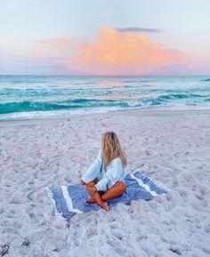 Beach Photography Poses, Beach Poses, Summer Photography, Cute Beach Pictures, Summer Pictures, Summer Dream, Summer Beach, Summer Poses, Shotting Photo