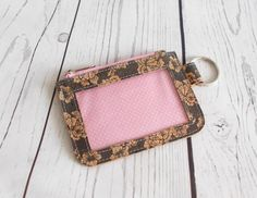 CARD Id Wallet, Coin Purse Wallet, Diy Id Cards, Roommate Gifts, Cork Fabric, Diy Purse, Sewing Class, Pencil Pouch, Free Sewing