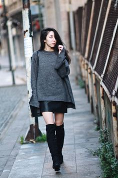 OVERSIZED SWEATER & OVERKNEES |