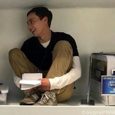 atypical-couple Greenhouse Academy, Diy Greenhouse, Couple Wallpaper, Matching Icons, Netflix, Tv Shows, Goals, My Love, Penguins