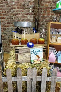 Charlotte's Web 1st Birtday Party Ideas - perfect for a girl named Charlotte! <3 www.weheartparties.com