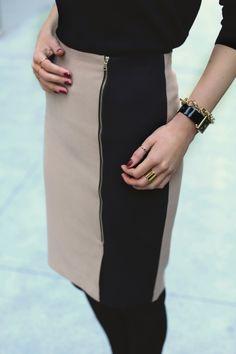 contrast stripe + zipper