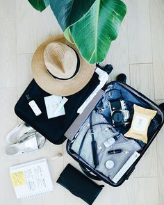 Suitcase ecofriendly packing tips College Packing Lists, Carry On Packing, Packing Hacks, Vacation Packing, Travel Packing, Travel Tips, Travel Hacks, Travel Ideas, Travel Destinations