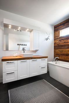 Salle de bain moderne / a white modern bathroom. Follow me on my count !!