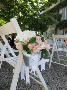 Tin vases with pale pink roses, blush spray rose and white hydrangea. Event Planner : Wedding Italy.