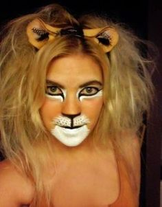 When you think about face painting designs, you probably think about simple kids face painting designs. Many people do not realize that face painting designs go Lion Makeup, Animal Makeup, Amazing Halloween Makeup, Halloween Face Makeup, Amazing Makeup, Lion Face Paint, Lion Halloween, Lion King Costume, Lioness Costume