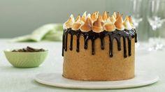 En skikkelig lekkerbit av en sjokoladekake, med fire lag og smørkrem med kjeks mellom lagene. Det beste av alt; den er faktisk enklere enn du tror.