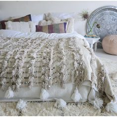 Are you looking for a beautiful and unique Moroccan wedding blanket? We are specialized in the most gorgeous vintage wedding blankets also called handira. Moroccan Home Decor, Moroccan Bedroom, Moroccan Lanterns, Moroccan Interiors, Bedroom Themes, Bedroom Decor, Art Marocain, Black White Bedrooms, Ideas Dormitorios