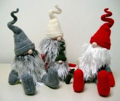 Jultomtar & Teeny Tomte* Christmas gnomes pattern by Alan Dart. Swedish Christmas, Christmas Gnome, Scandinavian Christmas, Christmas Knitting, Felt Crafts, Diy Crafts, Theme Noel, Christmas Decorations, Christmas Ornaments