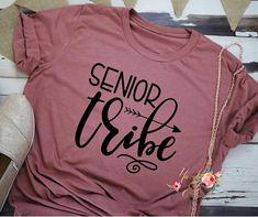 Graduation Gifts Discover Senior Tribe - Senior Life - Senior 2019 - Senior Shirt - Senior Tank - 2019 - Senior T-Shirt Senior Class Shirts, Graduation Shirts, School Shirts, Graduation Ideas, Senior Crowns, Senior Year Of High School, Senior Gifts, Crafts For Seniors, Senior Trip