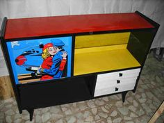 Mueble restaurado estilo pop art.