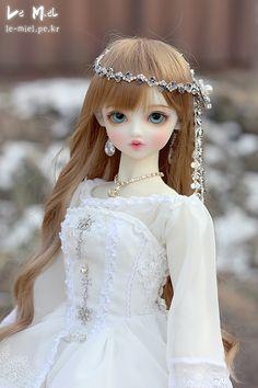 Snow white | by Le-miel_Sojeong Beautiful Barbie Dolls, Pretty Dolls, Anime Dolls, Bjd Dolls, Girly Images, Barbie Bridal, Cute Cartoon Girl, Custom Monster High Dolls, Cute Baby Dolls