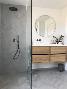40 Simple Bathroom Idea - The bathroom is your domain of relief. It should bring comfort and joy to your life and should welcome your daily necessities in style and personality. Simple Bathroom, Modern Bathroom Design, Bathroom Interior Design, Master Bathroom, Master Master, Master Baths, Bathroom Mirrors, Bathroom Cabinets, Bathroom Renos