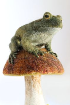 http://sosuperawesome.com/post/133488182369/sosuperawesome-needle-felted-animals-by