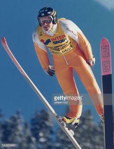Der österreichische Skispringer Andreas Goldberger im Sprung bei der Internationalen VierschanzenTournee in Oberstorf am