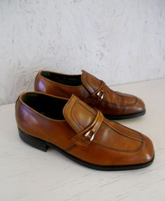 MAKER: NUNN BUSH MADE IN: IRELAND COLOR: WHISKEY BROWN MATERIAL: LEATHER SOLE: MANMADE HEEL: MANMADE CONDITION: EXCELLENT VINTAGE CONDITION,