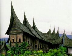 Tradition House in Indonesia where Community Self Build is an old idea :D Roof Design, House Design, Indonesian House, Philippines, Minangkabau, Unusual Homes, Amazing Buildings, Model Homes, Traditional House